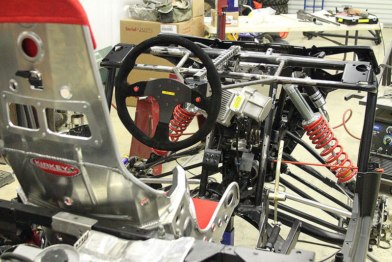 Here you can see the centered pedals, seat and steering wheel.
