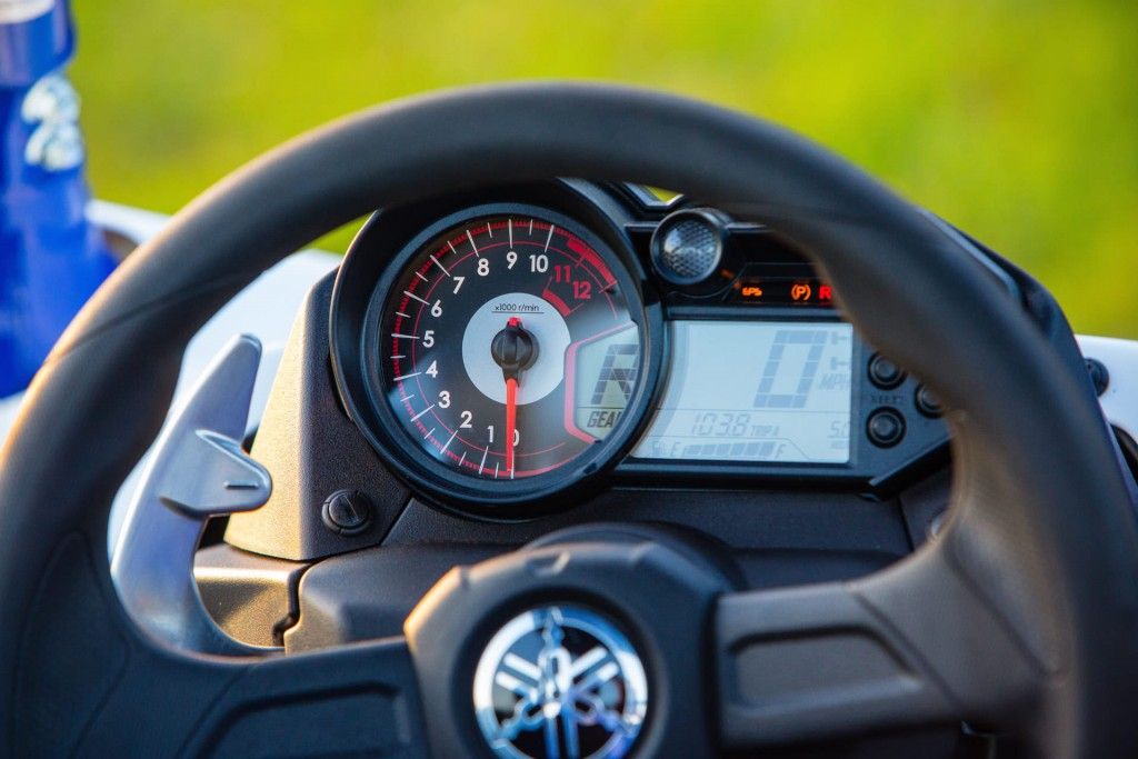 The YXZ1000R SS features a new hybrid digital-analog multifunction meter with digital speedometer, analog tachometer, programmable shift light, readouts for 4WD mode, gear position, fuel level, trip meters, hour meter, coolant temperature warning (along with a new thermostat) and a clock. A new Launch System activation light and a Half Clutch light indicator are also found on the SS. The Half Clutch light lets the driver know when the clutch is being engaged.